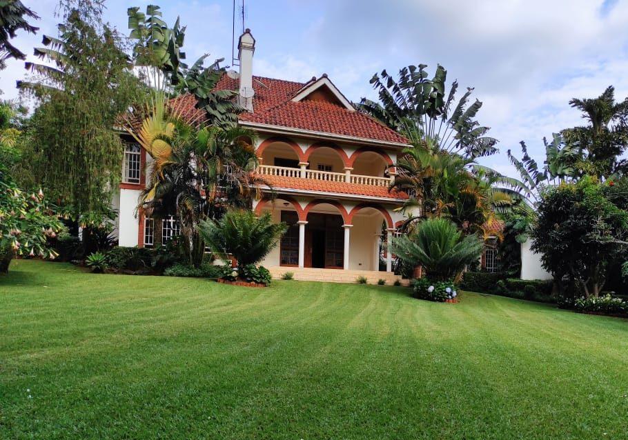 8 Bedroom Ambassadorial House for Rent in Runda Nairobi.